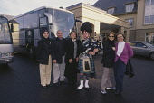 DELEGATES POSE FOR A PHOTOGRAPH WITH A PIPER ON THEIR ARRIVAL AT THE FAIRMONT ST. ANDREWS, BAY HOTEL- A GOLF RESORT AND SPA ON THE OUTSKIRTS OF ST. ANDREWS, FOR A CONFERENCE AND INCENTIVE EVENT, FIFE.... 2003,WELCOME WELCOMING,VENUE,SMILE,SMB,KILT,HOSPITALITY,DELEGATE,CORPORATE,COACHES,BUSBY,BAGPIPES