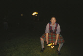 LOOKING OVER TO A KILTED FIRE JUGGLER PARTICIPATING IN SOME JAPERY AS PART OF THE ENTERTAINMENT AT A CONFERENCE AND INCENTIVE GALA DINNER HELD AT STIRLING CASTLE, STIRLING. PIC: P.TOMKINS/VisitScotlan... 2003,TARTAN,SMB,PIPERS,KILT,HOSPITALITY,DELEGATE,CORPORATE