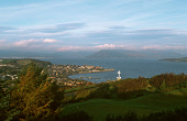 THE TOWN OF GOUROCK ON THE FIRTH OF CLYDE VIEWED FROM THE GOLF COURSE ON LYLE HILL, INVERCLYDE. PIC: P.TOMKINS/VisitScotland/SCOTTISH VIEWPOINT Tel: +44 (0) 131 622 7174   Fax: +44 (0) 131 622 7175 E-... 2004,WATER,SUNNY,COAST,AUTUMN