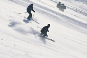 TWO SKIERS NEGOTIATE THE WHITE LADY SKI RUN AT SPEED, THE CAIRNGORM SKI CENTRE, HIGHLAND. PIC: P.TOMKINS/VisitScotland/SCOTTISH VIEWPOINT Tel: +44 (0) 131 622 7174   Fax: +44 (0) 131 622 7175 E-Mail :... ACTIVITY,WINTER,SUNNY,SNOW,SKIING,SKIER,PEOPLE,MOUNTAIN,ICE,GENERIC