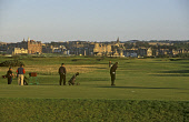 GOLFERS ON ST ANDREWS OLD COURSE PLAYING THEIR TEE SHOTS BACK TOWARDS THE TOWN. FIFE PIC: GLYN SATTERLEY/VisitScotland/SCOTTISH VIEWPOINT Tel: +44 (0) 131 622 7174   Fax: +44 (0) 131 622 7175 E-Mail :... ACTIVITY,SUNNY,SUMMER,SPORT,GOLFING,GOLFERS,GOLFER,GOLF,BAG,AUGUST 2004