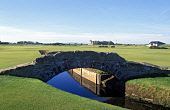 THE SWILCAN BRIDGE AND ST ANDREWS LINKS TRUST CLUBHOUSE, ST ANDREWS OLD COURSE, FIFE. PIC: GLYN SATTERLEY/VisitScotland/SCOTTISH VIEWPOINT Tel: +44 (0) 131 622 7174   Fax: +44 (0) 131 622 7175 E-Mail... ACTIVITY,SUNNY,SUMMER,SPORT,GOLF,AUGUST 2004