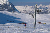 LOOKING ACROSS TO A SKIER BEING PULLED UP THE SLOPE BY THE PLATEAU POMA TOW AT THE GLENCOE SKI CENTRE, WITH A VIEW TO THE PLATEAU CAFE AND MOUNTAINS (INCLUDING BUACHAILLE ETIVE MOR) BEYOND, HIGHLAND.... Public, NMR