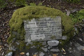 THE PEACE SHRUBBERY PLAQUE, INVEREWE GARDEN, HIGHLAND. PIC: P TOMKINS/VISITSCOTLAND/SCOTTISH VIEWPOINT Tel: +44 (0) 131 622 7174   Fax: +44 (0) 131 622 7175 E-Mail : info@scottishviewpoint.com This ph... 2005,SUB TROPICAL,SIGNAGE,SCOTLAND,POOLEWE,PLANT,NATIONAL TRUST FOR SCOTLAND,GARDEN