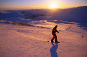 A SNOWBOARDER NEGOTIATES THE RUN ON MEALL ODHAR AT THE GLENSHEE SKI AREA- NORTH EAST OF THE SPITTAL OF GLENSHEE, AT SUNSET, ABERDEENSHIRE.PIC: PAUL TOMKINS/VisitScotland/SCOTTISH VIEWPOINTTel: +44 (0)... WINTER,ATMOSPHERIC,SNOWBOARDING,SNOWBOARD,DRAMATIC,MOUNTAIN,SNOW,SUNNY