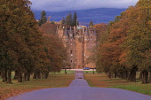 GLAMIS CASTLE NEAR FORFAR, ANGUS, APPROACHED ALONG THE MAIN DRIVE. PIC: P.TOMKINS/VisitScotland/SCOTTISH VIEWPOINT Tel: +44 (0) 131 622 7174   Fax: +44 (0) 131 622 7175 E-Mail : info@scottishviewpoint... 2004,ROYALTY,ROYAL,HERITAGE,COLOURS,BUILDING,AUTUMNAL,AUTUMN