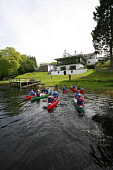 VISITSCOTLAND'S MEDIA ADVENTURE CHALLENGE 2006. CANADIAN CANOEING EVENT ON LOCH TAY AT KENMORE, PERTHSHIRE (ORGANISED BY 'BEYOND ADVENTURE') CANOES ARRIVE AT THE KENMORE HOTEL HAVING PASSED FROM THE L... ACTIVITY,SPORT