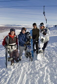 A GROUP OF SNOWBOARDERS AT THE TOP OF THE WEST WALL T-BAR AT THE GLENCOE MOUNTAIN RESORT, HIGHLAND. PIC: P.TOMKINS/VisitScotland/SCOTTISH VIEWPOINT  Tel: +44 (0) 131 622 7174  Fax: +44 (0) 131 622 717... WINTER SNOW,SNOWBOARDING