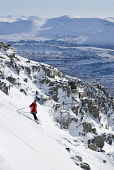 AMANDA FORBES, A MEMBER OF THE GLENCOE SKI CLUB, SKIING OFF-PISTE NEAR THE SUMMIT OF MEAL A' BHUIRIDH AT THE GLENCOE MOUNTAIN RESORT, HIGHLAND. PIC: P.TOMKINS/VisitScotland/SCOTTISH VIEWPOINT  Tel: +4... WINTER SNOW,SKIING