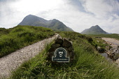 THE NATIONAL TRUST FOR SCOTLAND SIGN FOR LAGANGARBH BY THE RIVER COUPALL, GLEN COE (GLENCOE), HIGHLAND. PIC: P.TOMKINS/VisitScotland/SCOTTISH VIEWPOINT Tel: +44 (0) 131 622 7174   Fax: +44 (0) 131 622... 2006,HIGHLANDS,WALKING,SUNNY,SUMMER,SIGNAGE,PATH,NTS,MOUNTAINS,MOUNTAIN,MARKER,HILLS,HILL,FOOTPATH