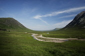 THE RIVER COUPALL AND LAGANGARBH COTTAGE IN GLEN COE (GLENCOE), HIGHLAND. PIC: P.TOMKINS/VisitScotland/SCOTTISH VIEWPOINT Tel: +44 (0) 131 622 7174   Fax: +44 (0) 131 622 7175 E-Mail : info@scottishvi... 2006,HIGHLANDS,WATER,SUNNY,SUMMER,MOUNTAINS,MOUNTAIN,LONELY,HOUSING,HILLS,HILL