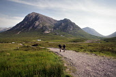 TWO WALKERS HIKING ON A PATH IN GLEN COE (GLENCOE) WITH LAGANGARBH COTTAGE AND THE MOUNTAIN OF BUACHAILLE ETIVE MOR (A MUNRO AT 3352') IN THE DISTANCE, HIGHLAND. PIC: P.TOMKINS/VisitScotland/SCOTTISH... 2006,HIGHLANDS,WALKING,SUNNY,SUMMER,RUCKSACKS,RUCKSACK,MOUNTAINS,MOUNTAIN,HILL,CAMPING,ACTIVITY