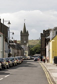KIRKCUDBRIGHT- (CASTLEDYKES) A SMALL TOWN AND PORT ON THE RIVER DEE ESTUARY, DUMFRIES AND GALLOWAY. PIC: P.TOMKINS/VisitScotland/SCOTTISH VIEWPOINT Tel: +44 (0) 131 622 7174   Fax: +44 (0) 131 622 717... 2006,SUNNY,SUMMER,SPIRE,PEOPLE,PARKED,FLOWERS,CHURCH,CARS,CAR