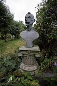A STATUE IN THE HOUSE OF PITMUIES GARDEN, GUTHRIE,  BY FORFAR, ANGUS. PIC: P.TOMKINS/VisitScotland/SCOTTISH VIEWPOINT Tel: +44 (0) 131 622 7174   Fax: +44 (0) 131 622 7175 E-Mail : info@scottishviewpo... 2006,WALLED GARDEN,SUMMER,SEMI-FORMAL,GARDENS,FLOWERS,BUST,ATTRACTION