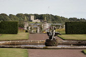 THE FORMAL GARDENS AT KINROSS HOUSE. THE HOUSE ITSELF IS NOT OPEN TO THE PUBLIC. BESIDE LOCH LEVEN, KINROSS, PERTHSHIRE. PIC: P.TOMKINS/VisitScotland/SCOTTISH VIEWPOINT Tel: +44 (0) 131 622 7174   Fax... 2006,ATTRACTION,CASTLE ISLAND,FOUNTAIN,GARDEN,SUMMER,SUNNY