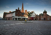 KIRRIEMUIR - A SMALL TOWN AND FORMER LINEN WEAVING CENTRE AND THE BIRTHPACE OF THE AUTHOR  J.M. BARRIE, ANGUS. PIC: P.TOMKINS/VisitScotland/SCOTTISH VIEWPOINT Tel: +44 (0) 131 622 7174   Fax: +44 (0)... 2006,TOWER,SUNNY,SUMMER,SQUARE,SPIRE,SHOPS,COBBLES,CLOCK,CHURCH