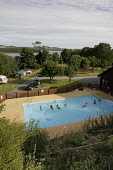 HEATED OUTDOOR SWIMMING POOL AT SEAWARD CARAVAN SITE (CAMPING ALSO) NEAR KIRKCUDBRIGHT, DUMFRIES AND GALLOWAY.  PIC: P.TOMKINS/VisitScotland/SCOTTISH VIEWPOINT Tel: +44 (0) 131 622 7174   Fax: +44 (0)... Public 2006,HOLIDAY,PEOPLE,ACCOMMODATION,SUMMER,SUNNY,CAMPSITE