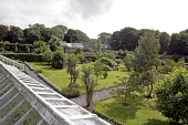 THE WALLED GARDEN AT DUNSKEY ESTATE, PORTPATRICK, DUMFRIES AND GALLOWAY.   Picture Credit : P.Tomkins / VisitScotland / SCOTTISH VIEWPOINT Tel: +44 (0) 131 622 7174   E-Mail : info@scottishviewpoint.c... Public 2006,SUMMER,SUNNY,ATTRACTION,VISITOR,TOURIST,HORTICULTURE,PLANTS,PEOPLE,COUPLE