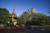EDINBURGH CASTLE AND ROSS FOUNTAIN IN PRINCES STREET GARDENS PIC: P.TOMKINS/VisitScotland/SCOTTISH VIEWPOINT Tel: +44 (0) 131 622 7174   Fax: +44 (0) 131 622 7175 E-Mail : info@scottishviewpoint.com T...