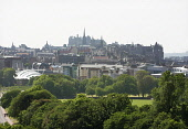 EDINBURGH. A VIEW TOWARDS EDINBURGH CASTLE AND THE OLD TOWN FROM HOLYROOD PARK. PIC: P.TOMKINS/VisitScotland/SCOTTISH VIEWPOINT Tel: +44 (0) 131 622 7174   Fax: +44 (0) 131 622 7175 E-Mail : info@scot... SCOTLAND,SUMMER,SUNNY,2006,SKYLINE,OUR DYNAMIC EARTH,CITYSCAPE,SCOTTISH PARLIAMENT