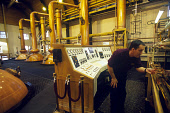 AN EMPLOYEE CHECKS EQUIPMENT IN THE STILL ROOM AT THE GLENMORANGIE DISTILLERY, TAIN, HIGHLAND. PIC: GLYN SATTERLEY/SCOTTISH VIEWPOINT Tel: +44 (0) 131 622 7174   Fax: +44 (0) 131 622 7175 E-Mail : inf... INDUSTRY,WORKER,WHISKY,STILLS,SCOTLAND,PEOPLE,MANUFACTURE,INTERIOR