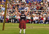 A PARTICIPANT IN THE TOSSING THE CABER EVENT AT THE BRAEMAR GATHERING HELD ANNUALLY IN SEPTEMBER AT BRAEMAR, ABERDEENSHIRE.PIC: S.BUCHANAN/SCOTTISH VIEWPOINTTel: +44 (0) 131 622 7174  Fax: +44 (0) 131... AUTUMN,TARTAN,SHOWGROUND,SCOTLAND,KILT,HEAVY EVENT,EVENT,CROWD,COMPETITION,ROYAL,ROYALS,ROYALTY,DEESIDE