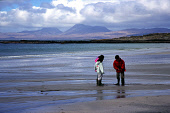 CHILDREN PLAY ON KILMORY BEACH, KNAPDALE, WITH A VIEW TO THE PAPS OF JURA BEYOND, ARGYLL. PIC: IAIN MCLEAN/SCOTTISH VIEWPOINT Tel: +44 (0) 131 622 7174   Fax: +44 (0) 131 622 7175 E-Mail : info@scotti... CHILD,WATER,SUNNY,SOUND OF JURA,SANDY,SAND,MOUNTAINS,MOUMTAIN,KIDS,ISLE,ISLAND,HILLS,HILL,COAST