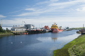 The River Dee as it flows through the harbour area at Aberdeen. Allan Wright / Scottish Viewpoin summer,sunny,sunshine,water,ship,ships,boat,boats,industry,industries,oil,dock,docks,city