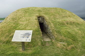 Unstan Chambered Cairn, Stenness, Mainland, Orkney. Picture Credit : Iain Sarjeant / Scottish Viewpoint  Tel: +44 (0) 131 622 7174  E-Mail : info@scottishviewpoint.com  Web: www.scottishviewpoint.com... 2012,summer,historic,scotland,visitor,tourist,attraction,island,isle,isles,neolithic,chambered,tomb,sign,signage,information,board,hs