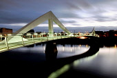 Dusk falls over the River Clyde and Squiggly Bridge, Glasgow. Scotland Tony Clerkson/ Scottish Viewpoin uk,u.k,Great Britain,GB,G.B,Scotland,Scottish,nobody,night,time,outdoors,winter,glasgow,lit up,river clyde,squiggly,bridge,bridges