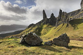 The Old Man of Storr on the Isle of Skye, Inner Hebrides, Scotland Andrew Ray/ Scottish Viewpoint uk,u.k,Great Britain,GB,G.B,Scotland,Scottish,nobody,daytime,outdoors,autumn,autumnal,coast,coastal,coastline,water,mountain,mountains,hill,hills,island,islands,isle,isles,skye,inner hebrides,old man