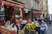 Busy cafe on High Street in Edinburgh during the Festival fringe in Scotland 2016, United Kingdom Iain Masterton / Scottish Viewpoint Edinburgh,cafe,cafes,high,street,busy,people,outdoor,daytime,city,centre,center,Scotland,Scottish,travdl,tourism,capital,United Kingdom,Britain,british,UK