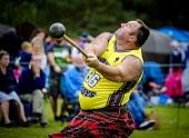 Peebles, Scotland UK 2nd September 2017. Peebles Highland Games, the biggest 'highland' games in the Scottish Borders took place in Peebles on September 2nd 2017 featuring pipe band contests, highland... Andrew Wilson/ Scottish Viewpoint uk,u.k,Great Britain,GB,G.B,Scotland,Scottish,group,daytime,outdoors,2017,Highland Games,Pipe,tartan,kilts,throwing,throw,hurl,competitor