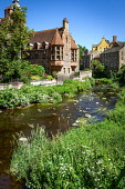 Dean Village overlooking the Water of Leith on a sunny summers day, Edinburgh, Scotland Jason Baxter /Scottish Viewpoint uk,u.k,Great Britain,GB,G.B,Scotland,Scottish,nobody,daytime,outdoors,architecture,architecural,dean,dean village,edinburgh,green,greenery,water,leith