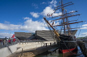 Exterior of the new V&A Museum and RRS Discovery ship at Discovery Point  on first weekend after opening in Dundee , Scotland, UK. Iain Masterton /Scottish Viewpoint V&A Dundee,V and A Dundee,Scottish musum,architecture,Dundee V&A museum,V&A Museum Dundee,V&A Scotland,V&A,Scotland,Scottish,building exterior,museums,UK,United Kingdom,Britain,British,travel,tourism,