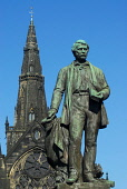 THE STATUE OF DAVID LIVINGSTONE WITH GLASGOW CATHEDRAL VISIBLE BEHIND, EAST OF GLASGOW CITY CENTRE. Chris Robson /Scottish Viewpoint ARCHITECTURE,SUNNY,SUMMER,RELIGION,MONUMENT,HISTORIC SCOTLAND,HERITAGE,BUILDING