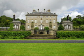 POLLOK HOUSE (A HISTORIC HOUSE IN PARKLAND AND GARDENS BY THE WHITE CART WATER), SOUTH WEST OF GLASGOW CITY CENTRE NEAR POLLOKSHAWS. Chris Robson /Scottish Viewpoint ARCHITECTURE,COUNTRY PARK,ATTRACTION,BUILDING,NATIONAL TRUST FOR SCOTLAND,NTS,SUMMER,SUNNY