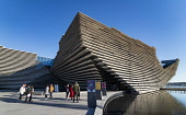 Exterior of the new V&A Museum in Dundee , Scotland, UK. Iain Masterton/Scottish Viewpoint uk,u.k,Great Britain,GB,G.B,Scotland,Scottish,people,V&A Dundee,V and A Dundee,Scottish museum,modern architecture,Dundee V&A museum,V&A Museum Dundee,V&A Scotland,V&A,building exterior,museums,United