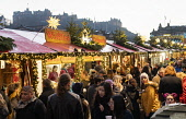 Edinburgh, Scotland, UK. 18 November, 2018. The annual Edinburgh Christmas market opened this weekend and thousands of locals and tourists enjoyed the traditional entertainment, food and drinks on off... Iain Masterton /Scottish Viewpoint Scotland,Scottish,Edinburgh Chritmas Market,Edinburgh,traditional,twilight,dusk,evening,city,scottish culture,annual,markets,UK,United Kingdom,Britain,Ecity,capital city,tourism,tourists,travel,winter