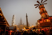 Glasgow's Christmas in a misty George Square on 23rd December 2018 Andrew Wilson/Scottish Viewpoint uk,u.k,Great Britain,GB,G.B,Scotland,Scottish,people,daytime,outdoors,2018,Funfair,George Square,Glasgow,amusements,cold,foggy,fun fair,misty,weather,winter,xmas,christmas