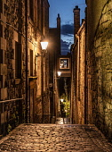 Royal Mile close, Edinburgh Allan Wright  /Scottish Viewpoint united kingdom,edinburgh,scotland,lothians,capital city of scotland,auld reekie,architecture,closes,close,buildings,city,street,street light,high st,royal mile,old town,dusk,moody,damp,wet,archway,ste