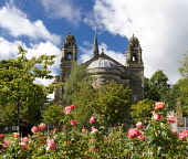 St cuthberts church, princes street gardens Edinburgh Allan Wright  /Scottish Viewpoint united kingdom,edinburgh,scotland,lothians,capital city of scotland,auld reekie,st cuthbert's,church,chapel,princes st gardens,roses,dome,spire,1 person