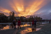 People stop to watch the amazing sun set over Glasgow's River Clyde Tony Clerkson /Scottish Viewpoint Sunset,Glasgow,Spectacular Glasgow sunset,River Clyde sunset,Glasgow autumn sunset,sunset over River Clyde,sun rays,sun beams,Glasgow cityscape