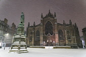 Parliament Square and St Giles Cathedral in the early morning snow blizzards in Edinburgh Old Town, Scotland UK Iain Masterton /Scottish Viewpoint Scotland,Scottish city,Edinburgh winter weather,snow,snowing,snowfall,UK,United Kingdom,Britain,British,morning,cold weather,wintry,city centre,storm darcy,heavy snow,exterior,outdoors,city streets,ed